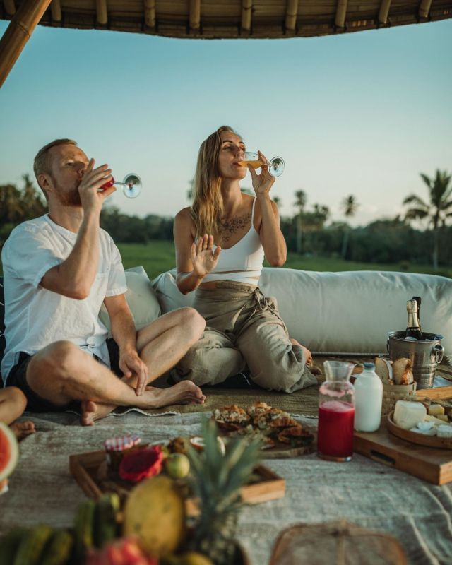 Revive yourself and your loved ones with tropical afternoon picnic style, tag your partner✨ #kclububud . For the best guarantee rate, please book by clicking the link in our bio.